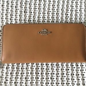 100% Authentic COACH wallet! Brand new!!!